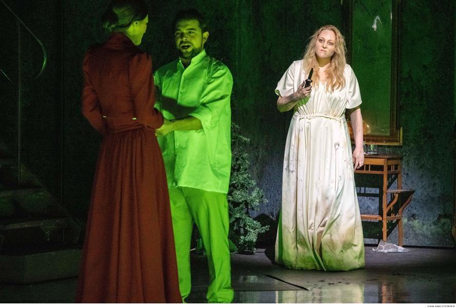 RUSALKA Lyrisches Märchen in drei Akten op.114 Dichtung von Jaroslav Kvapil. Musik von Antonin Dvorˇák - In tschechischer Sprache mit deutschen Übertiteln – Uraufführung am 31. März 1901 am Prager Nationaltheater  Rusalka...........................................................        Dorothea Herbert (3) Wassermann } Vater ..................................... Hayk Deinyan /Matthias Wippich Jezibaba .......................               Eva Maria Günschmann (1) Fremde Fürstin ....................... Eva Maria Günschmann 1. Elfe ......................................       Maya Blaustein* / Sophie Witte 2. Elfe ......................................      Gabriela Kuhn / Susanne Seefing 3. Elfe .....................................                   Anne Heßling / Boshana Milkov* Prinz............................................................... David Esteban (2) Heger.............................................................. Kairschan Scholdybajew Küchenjunge.............................................Boshana Milkov*/ Susanne Seefing  Doppelbesetzungen in alphabetischer Reihenfolge *Mitglied im Opernstudio Niederrhein Chor des Theaters Krefeld Mönchengladbach Niederrheinische Sinfoniker  PREMIERE Theater Krefeld am 15. März 2020 Theater Mönchengladbach am 31. Januar 2021  Musikalische Leitung Diego Martin-Etxebarria Inszenierung Ansgar Weigner Bühnenbild und Kostüme Tatjana Ivschina Choreinstudierung Maria Benyumova / Michael Preiser Dramaturgie Andreas Wendholz